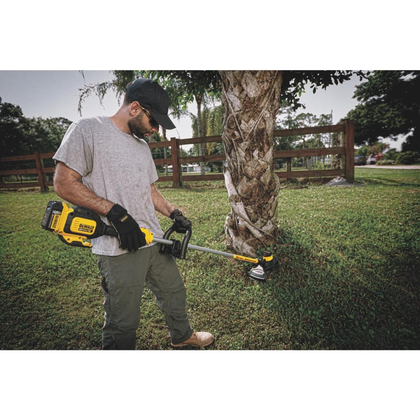 DeWalt 20V MAX 13 In. Lithium Ion Straight Cordless String Trimmer Image 2